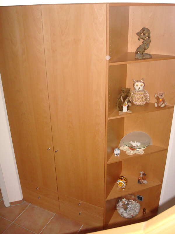 Flurschrank Regal